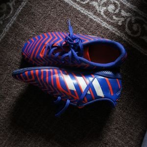 Boy's soccer shoes